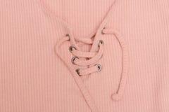 Dessus rose avec des cordons Fin vers le haut concept à la mode image libre de droits