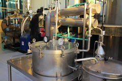 Destilação de petróleos essenciais na fábrica Fotografia de Stock