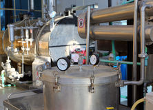 Destilación de petróleos esenciales en fábrica fotografía de archivo libre de regalías