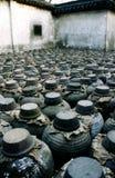 Destilería vieja en un patio en China Imagenes de archivo