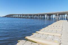 Destin,佛罗里达桥梁和clastline  库存照片