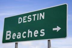 Destin setzt Zeichen auf den Strand Stockfotos
