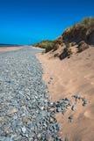 Destination för Aberdovey Aberdyfi Wales Snowdonia UK tvättade sig stora kiselstenar för vidsträckt härlig seascapeferie upp vid  Royaltyfria Foton