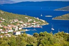 Destination för segling för Vinisce byfjärd Arkivbilder