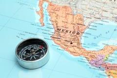 Destination Mexique, carte de voyage avec la boussole Photographie stock