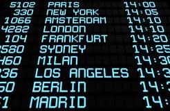 Destinationer för International för flygplatsbrädeskärm arkivfoton