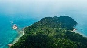 Destinazione di viaggio di estate Vista aerea di bella spiaggia in Malesia: Pulau Perhentian Kecil fotografia stock libera da diritti