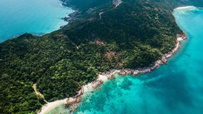 Destinazione di viaggio di estate Vista aerea di bella spiaggia in Malesia: Pulau Perhentian Kecil immagine stock libera da diritti