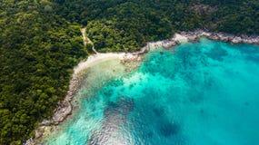 Destinazione di viaggio di estate Vista aerea di bella spiaggia in Malesia: Pulau Perhentian Kecil fotografie stock