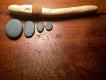 Destinerad drivved för läder med mörker - grå färgstenar Royaltyfri Bild