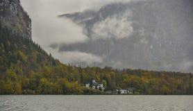 Destino austríaco do turista - vila de Hallstatt fotografia de stock