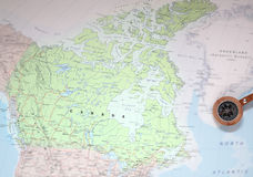 Destino Canadá, mapa del viaje con el compás Foto de archivo libre de regalías
