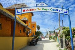 Destino del Caribe de saludo agradable Belice America Central del viaje de City Road del calafate de Caye de la muestra fotografía de archivo libre de regalías