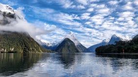 Destino del paisaje de Nueva Zelanda de Milford Sound imágenes de archivo libres de regalías