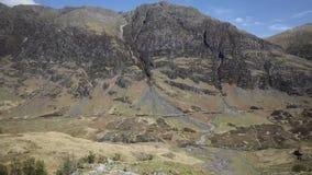 Destino famoso escocês bonito impressionante BRITÂNICO do vale de Glencoe Escócia e do turista das montanhas video estoque