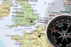 Destino Londres Reino Unido, mapa del viaje con el compás Imagen de archivo libre de regalías