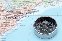 Destino Nueva York Estados Unidos, mapa del viaje con el compás Imágenes de archivo libres de regalías