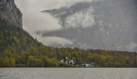Destino turístico austríaco - pueblo de Hallstatt fotografía de archivo