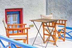 Destinos do curso Quintal grego tradicional na vila de Oia na ilha de Santorini em Grécia imagem de stock royalty free
