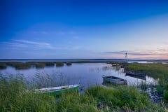 Destinos escénicos Barcos en la flotación en superficie del agua en Bielorrusia Imagenes de archivo
