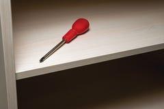 Destornillador en el estante del gabinete Foto de archivo libre de regalías