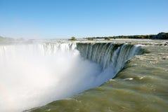 Destra del Niagara Falls al edg Fotografie Stock Libere da Diritti