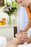 Destressing Gesichtsbehandlung-Behandlung Stockfotos