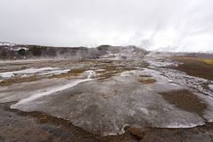 Destrict Strokkur Geysir в Исландии Наблюдать туристов известный стоковая фотография