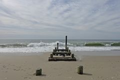 Destroyed在开普梅海滩的渔通道 免版税库存图片