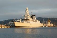Destroyer audacieux de deffence de l'air D32 de HMS au port maritime Varna images libres de droits