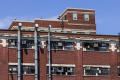 Destrozo urbano - fábrica abandonada - llevado, roto y olvidado Foto de archivo libre de regalías
