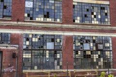 Destrozo urbano - fábrica abandonada - llevado, roto y olvidado Fotos de archivo libres de regalías