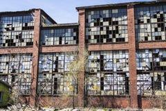 Destrozo urbano - fábrica abandonada vieja X del ferrocarril Fotografía de archivo libre de regalías