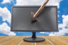 Destrua o monitor com céu azul Fotografia de Stock
