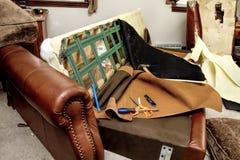 Destrucción del sofá - restauración - herramientas Foto de archivo libre de regalías