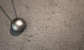 Destruction de la boule frappant le mur Photos libres de droits