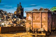 Destruction et chariot en métal images stock