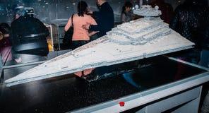 Destructor imperial de la estrella de Star Wars, hecho por los bloques de Lego Fotografía de archivo