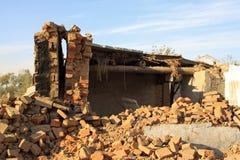 Destruição da parede após o disastre do terremoto foto de stock