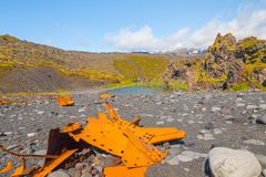 Destruição do barco na praia rochosa de Djupalonssandur Islândia imagem de stock royalty free