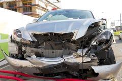 Destruição frontal de choque de carro imagens de stock