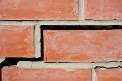 destruição Parede de tijolo rachadura Foto de Stock Royalty Free