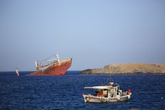Destruição quebrada abandonada do navio Imagens de Stock Royalty Free