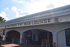 A destruição Tiki Bar e sala de estar, praia de Jacksonville, Florida imagem de stock