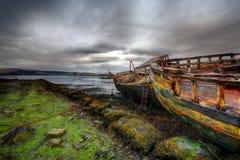 Destruição velha do barco foto de stock
