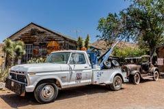 Destruição velha do carro na loja geral da agreira Fotografia de Stock Royalty Free