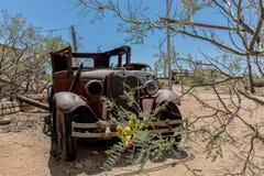 Destruição velha do carro na loja geral da agreira Imagens de Stock Royalty Free