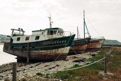 Destruições de barcos de pesca no cemitério dos navios, Camaret-sur-MER, Finistere, Brittany, França 29 de maio de 2018 fotografia de stock royalty free