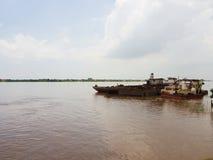 Destruições do navio em Mekong River Imagens de Stock