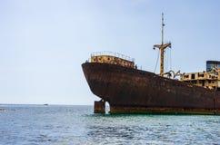 Destrui??o do navio do templo Sal?o perto de Arrecife, Lanzarote imagem de stock royalty free